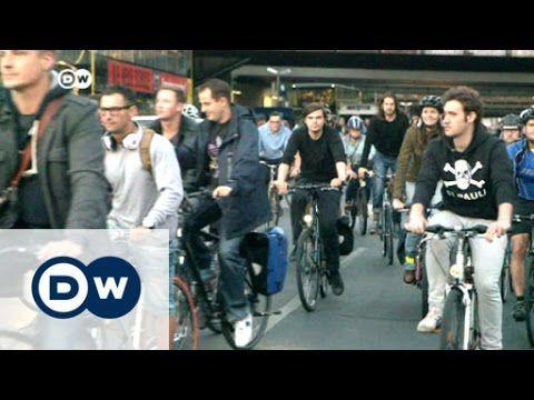 Radfahrer protestieren für ihre Rechte | DW Nachrichten - YouTube