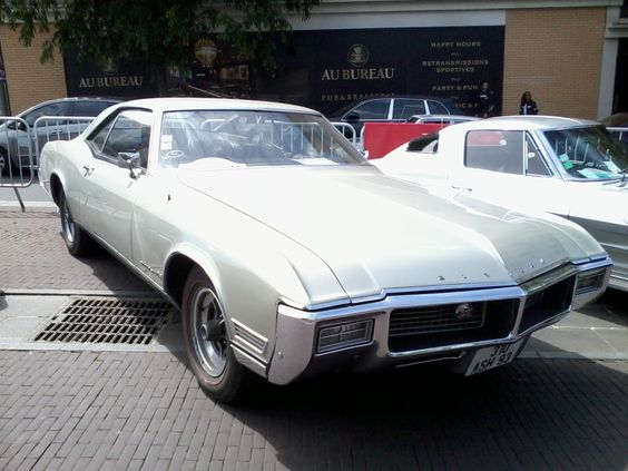 Buick Riveira - Les Belles Anciennes - Nationale 7- Noisy le Grand - 23 mai 2015.
