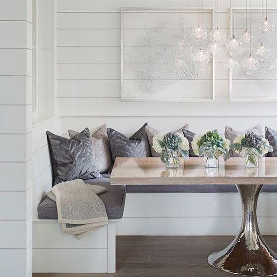 Love this gorgeous banquette designed by Sophie Metz Design @sophiemetzdesign. : Sam Oberter
