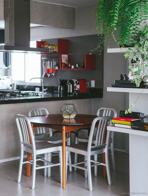 Esse apartamento em São Paulo tem uma decoração bem moderninha, com muitos quadros, cores, plantas e objetos divertidos. Confira!