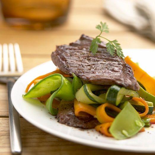 Sauté d'onglet de bœuf de Chalosse aux petits légumes et au gingembre