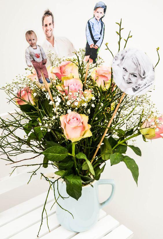Vergangene Woche stand der Geburtstag meiner Schwiegermutter an. Ein runder! Und weil meine ein Schatz ist und sich Mamas und Omas bekanntlich am meisten über Blumen und über Fotos freuen, hab ich mich kurzerhand füreine Kombination entschieden.