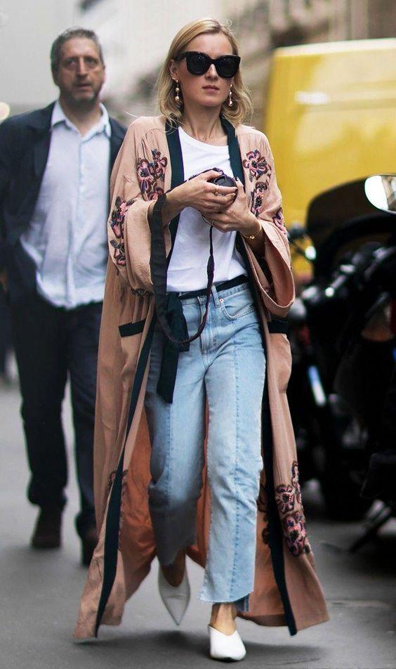Kimono con jeans e slingback a punta