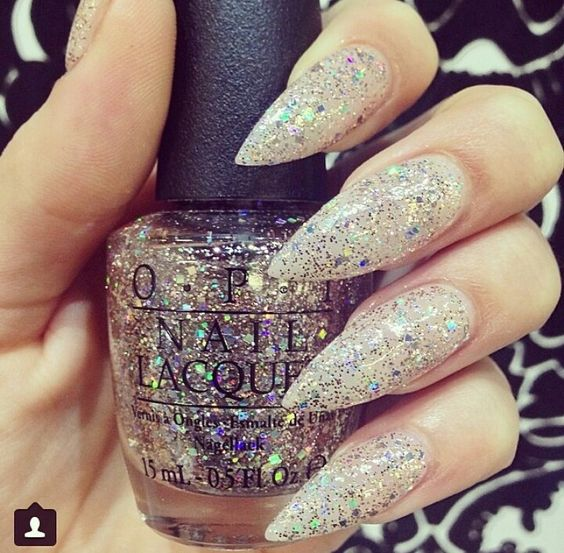 Glittery claws. Simple yet cute !