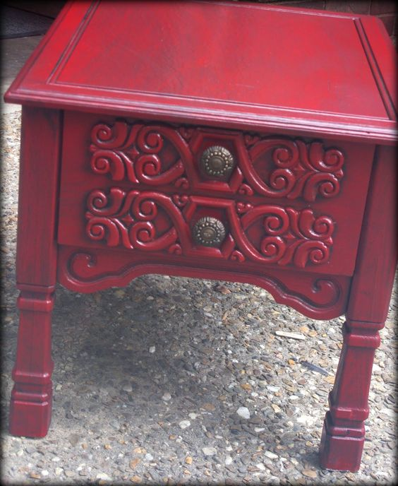 Tattered and Inked: Red-tastic end table!