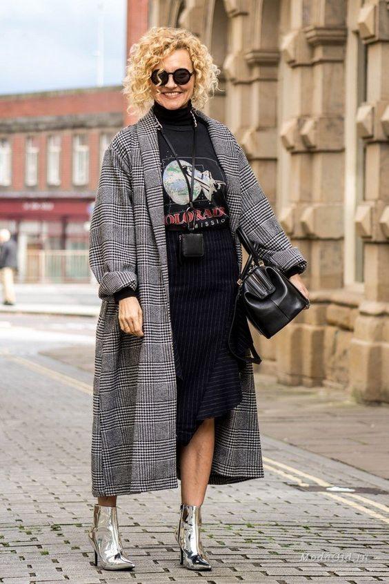 На самом деле Рената полька, но эмигрировала в Англию вместе с мужем. Ей слегка за 50, она полна жизни и предлагает свое видение моды для женщин старше 40 лет. Девушка показывает элегантные модные образы и повседневный кэжуал, глазу есть за что зацепиться.