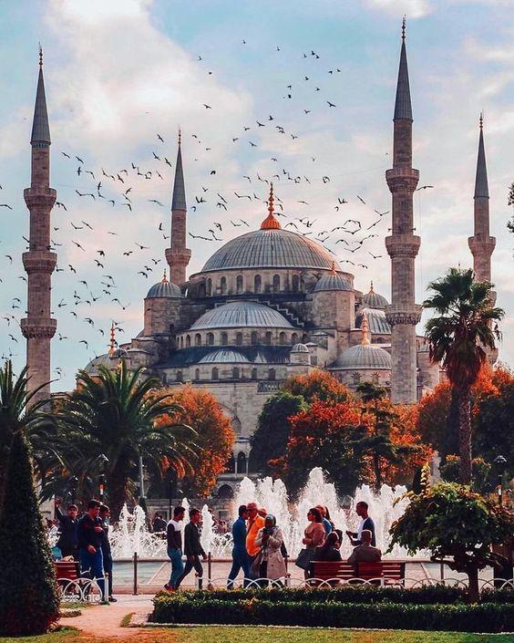 (adventureintern) лучшие места для путешествий в 2019 году, если вы ищете приключения: Турция - прекрасное место для посещения в летние месяцы, если вы можете справиться с жарой. С середины июня до середины сентября здесь очень жарко, но идеально подходит для купания в Средиземном море. Где же остановиться? ShoeStrıng Cave House (Рейтинг 9.1) средняя цена общежития от: £8.01 за ночь средняя цена перелета из Великобритании в Турцию: £135 возврат