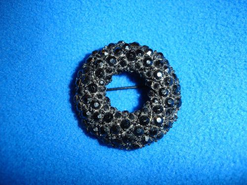 Have one to sell? Sell it yourself    VINTAGE BLACK JET RHINESTONE BROOCH PIN