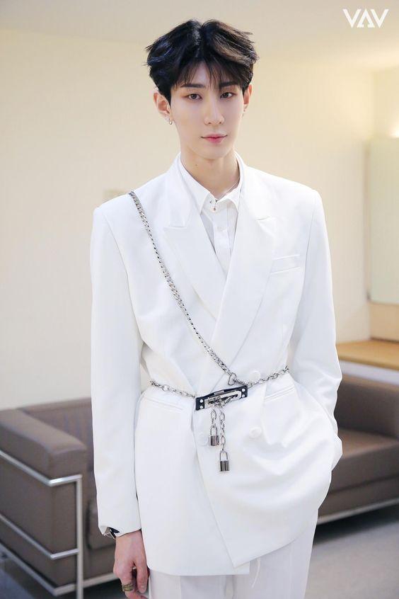 Idol Kpop tertinggi