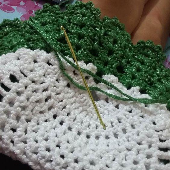 E que tal mais um trabalho começando? #croche #crochet #arte #artecomasmãos #feitoamão #artesanato #crocheting #instacrochet #lovecrochet #amocrochê #crochêdecadadia by croche_da_ali