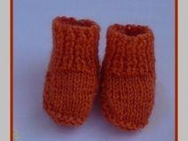 chaussons de poupées oranges