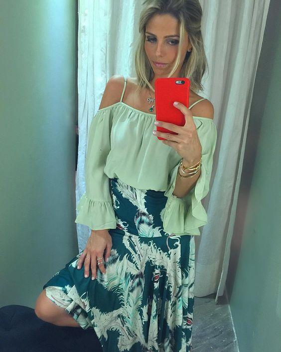 Green Lovers  Vanessa Ribeiro (@vanessasiqueiraribeiro) combinou a nossa Bata Mint com a Saia Jérsei Penas, duas peças em tons diferentes de verde que formaram uma dupla maravilhosa! Vocês não sabem o que essa saia veste bem... #Tigresse #TigresseRenataFigueiredo #LifestyleTigresse