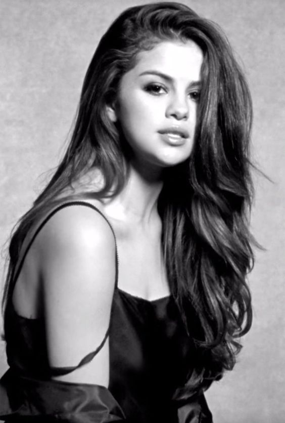 Selena Gomez Looks Crazy Gorgeous in Her Music Video For