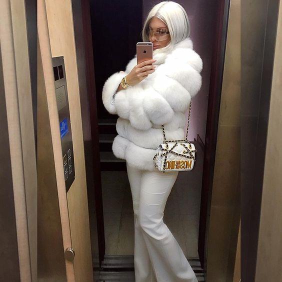 """JELENA KARLEUŠA en Instagram: """"White Love this @inverno ..."""