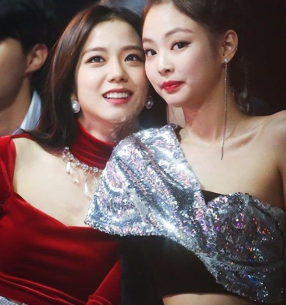 Nancy Momoland S Reaction When Talking About Jennie Debunks The Controversy Of Her Glaring At Blackpink In The Past Blackpink Celebs Formal Dresses Long