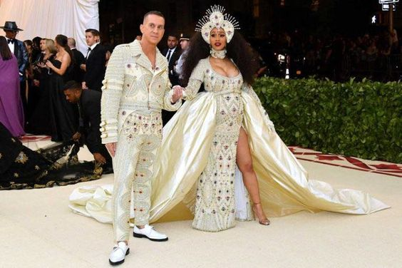Jeremy Scott e Cardi B vestiram Moschino no Met Gala 2018