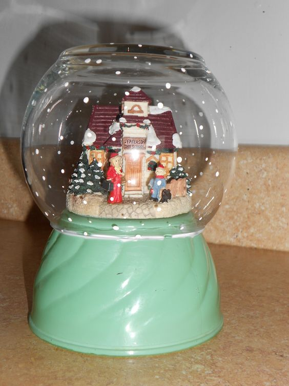fish bowl turned holiday snow globe..cute upcycle!