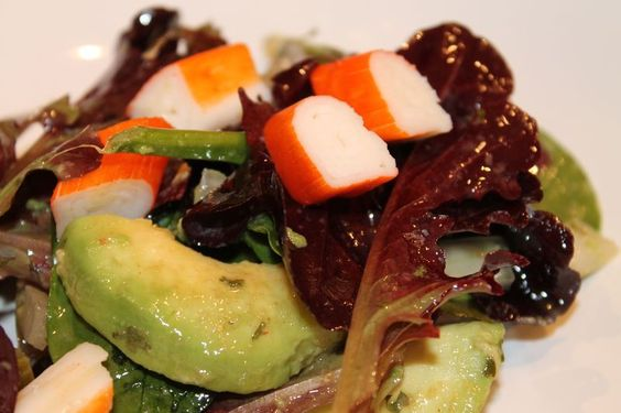 Ensalada de aguacate y palito de cangrejo recetas for Canape de cangrejo
