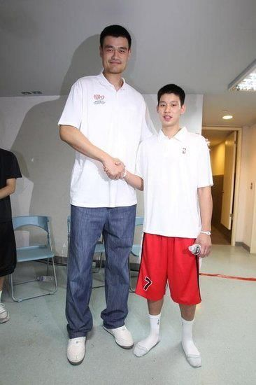 """Jeremy Lin calls Yao Ming """"friend""""."""