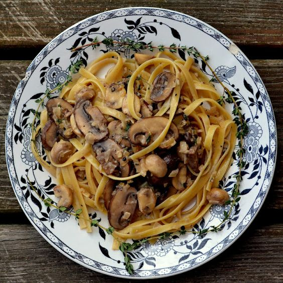 Totally going to make this with homemade pastaFettuccine with