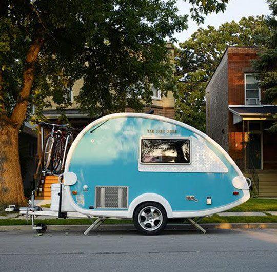 caravane vintage bleu aqua