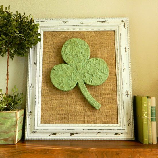 Irish inspired st patrick 39 s day decor clovers mantels for Shamrock decorations home