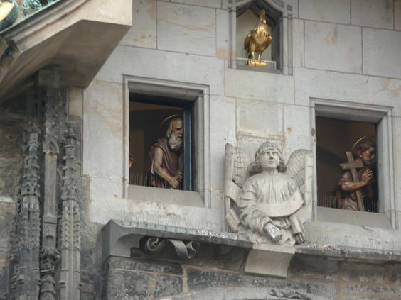 Prédio em Praga, gosto de fotografar partes de um todo, detalhes de algo maior.