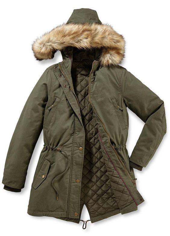 Der Parka mit Kunstpelz-Besatz ist die perfekte Übergangsjacke. Die Jacke hat ein angenehm weiches und strapazierfähiges Obermaterial aus reiner Baumwolle und eine leichte, wärmende Wattierung.