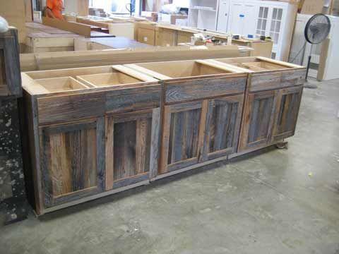 Kabinett Gibt Es Eine Moglichkeit Diesen Look Mit Unserem Instock Nachzubilden Reclaimed Wood Kitchen Kitchen Cabinets Made From Reclaimed Wood Barn Wood Cabinets