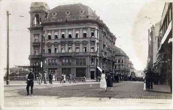 Década de 1920 - Rua Libero Badaró, Praça do Patriarca à direita. À esquerda o Viaduto do Chá.