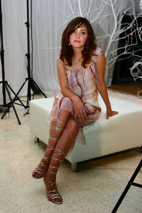 Rose-Byrne-Feet-793915.jpg (1707×2560)