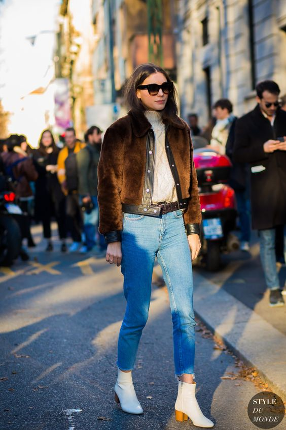 Diletta Bonaiuti in jeans with white boots.