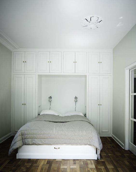 Check out the built in closet around the bed...G's room