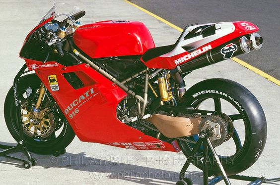 Ducati 916Racing. One of the sexiest bikes ever!