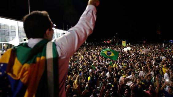 Una protesta espontánea que sacude la noche brasileña  Foto: EFE