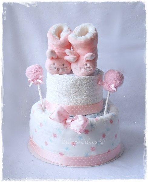 G teau de couches chaussons peluche lapin rose cadeau bapt me b b babys cakes boutique - Comment faire un gateau couche ...