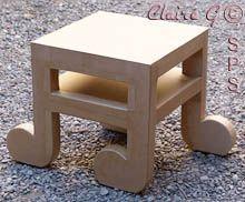 Petite table en forme de notes de musique