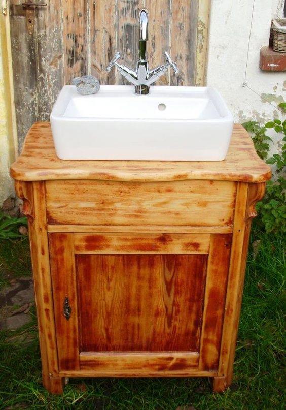 einmal anders: Wundervoller Waschtisch mit einer alten Kommode ...