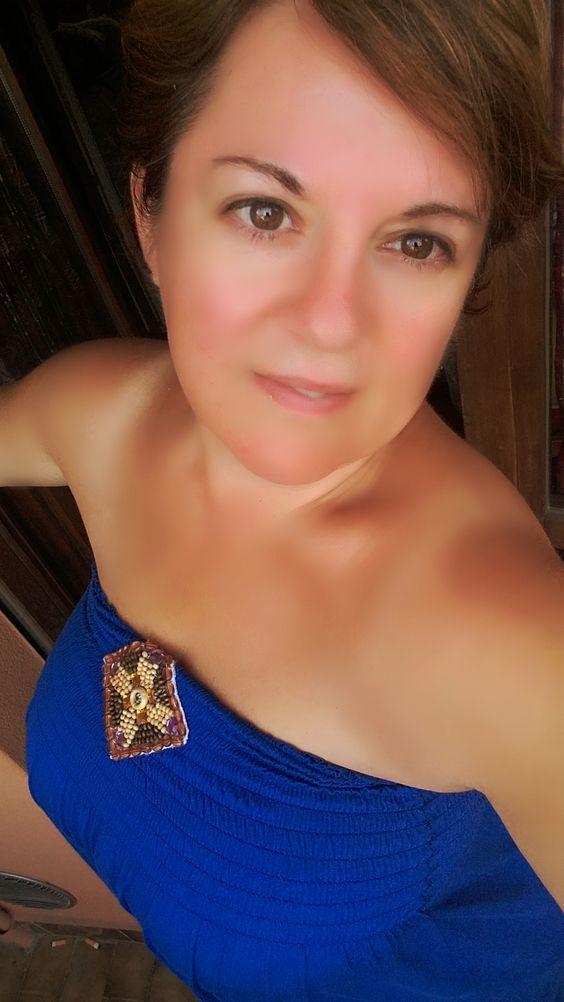 """""""Esiste qualcosa di più romantico della semplicità? La mia cena perfetta, la barca che scivola sul fiume, un cielo pieno di stelle, un tavolino con al centro un mazzo di fiori di campo e una candela, un vestito blu, una collana di perle, tu che mi prendi la mano…"""" Segue su: http://apinchofgingerspice.com"""