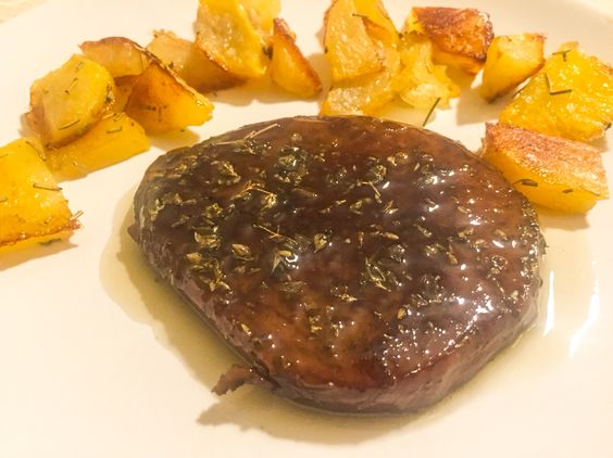 #Bistecca Vegan #seitan con #patate al forno! #Vegan #Steak #seitan and #Sicilian #sauce with #potatos