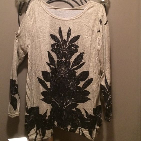 Cute embellished top.  Large and XL in stock!! NWOT!   Top looks adorable with leggings, just in time for fall!  Only large and XL in stock! Unknown Tops Tunics