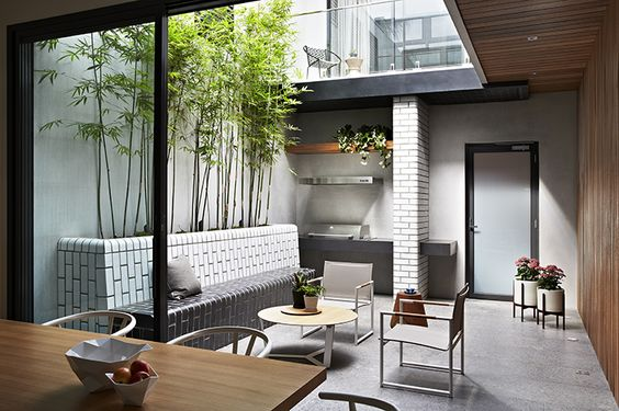 townhouse indoor/outdoor courtyard area - great layout for small space