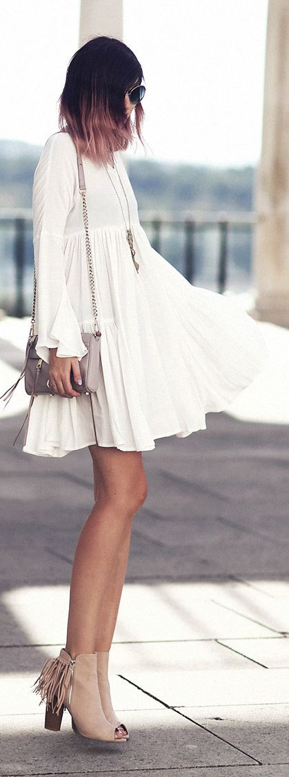 Bekleidet Bell Sleeve Little White Dress: