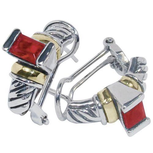 Aretes para Mujer en Plata ley 950, con dos pequeñas laminas de Oro 18k y un circon rectangular de color Rojo. Medidas aprox: 16mm x 7mm.