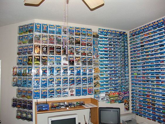 hwroom1.jpg Caption: Old Hot Wheels collection, sold. (2,622 packaged cars) Tags: hot wheels