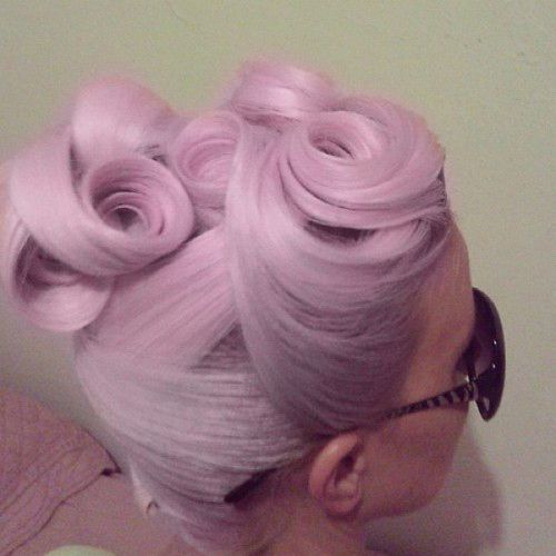Absolutely flawless victory rolls. The perfect vintage hair inspo