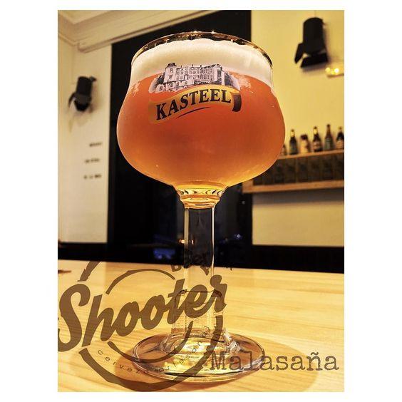 Buenas noticias! Hemos pinchado esta maravilla de cerveza #kasteeltripel un clasico de abadia. Solo tenemos 20 litros. Asi que no demores en venir a por ella.  #beershooter #malasaña  #malasañamola  #condeduque  #condeduquegente  #madrid #madridmola #madridmemola #cervezaArtesana #craftbeermadrid #cervezaartesanamadrid #rinconesdemalasaña #ganasdemalasaña #madridtime  #callelapalma #beermadrid  #beerporn #birra #abadia #kasteel #cerveza by beershootermalasana
