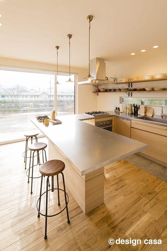 造作キッチン 景色 足元空間 光 作業台 ダイニングテーブル