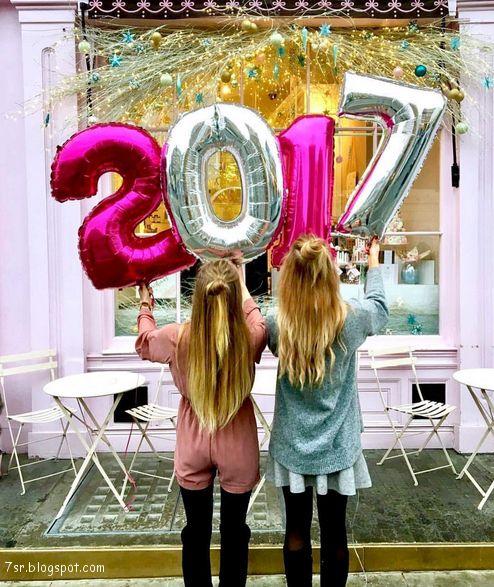 أجمل صور هذا العام 2017 للأصدقاء New Year Celebration Instagram Pool Float