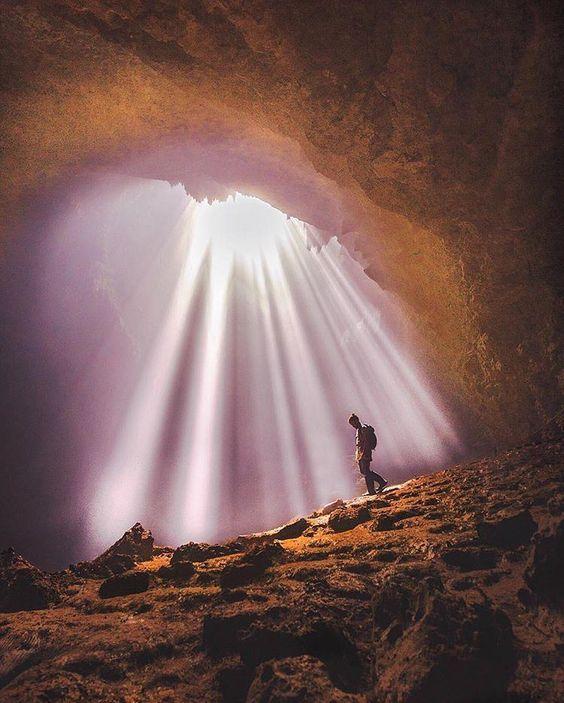 Light of heaven, Jomblang cave, Yogyakarta, Indonesia Photo by: IG @jordhammond